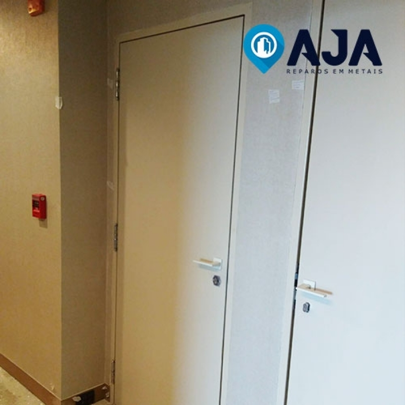 Reparo de Porta Corta Fogo com Barra Antipânico Valor Aricanduva - Reparo de Porta Corta Fogo e Acústica